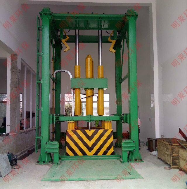 MLCS-垂直四柱三缸式垃圾压缩设备